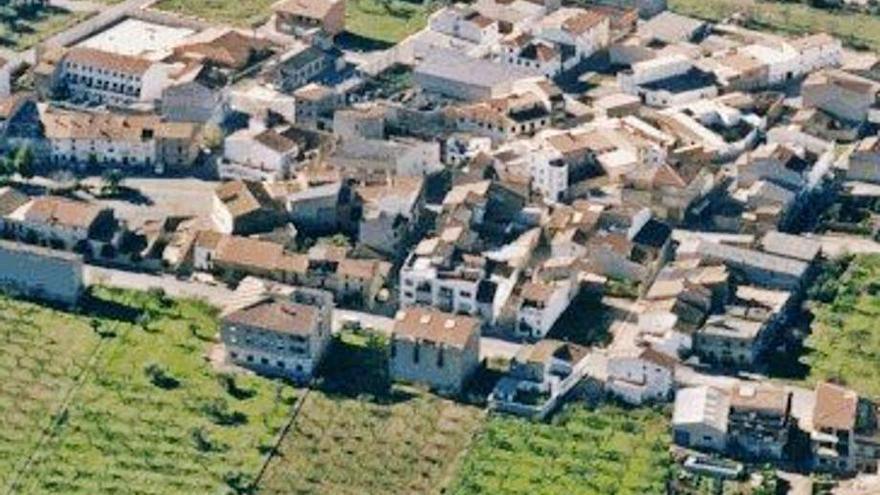 'La Panderola' da una vuelta por las calles de Els Ibarsos