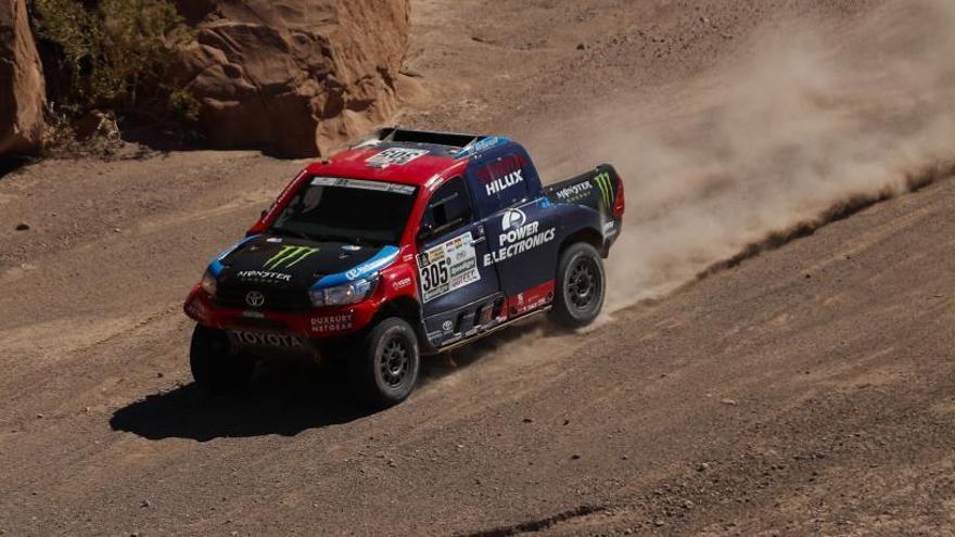 Roma i Haro s'allunyen dels tres Peugeot en una jornada accidentada de Peterhansel