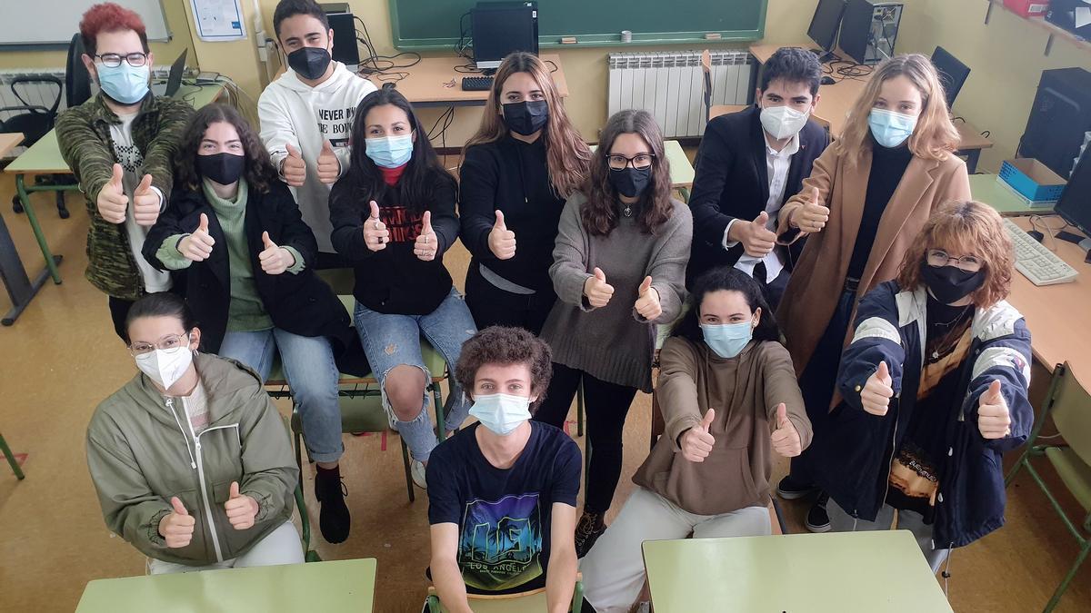Alumnos y alumnas de STEMBach del IES República Oriental de Uruguai