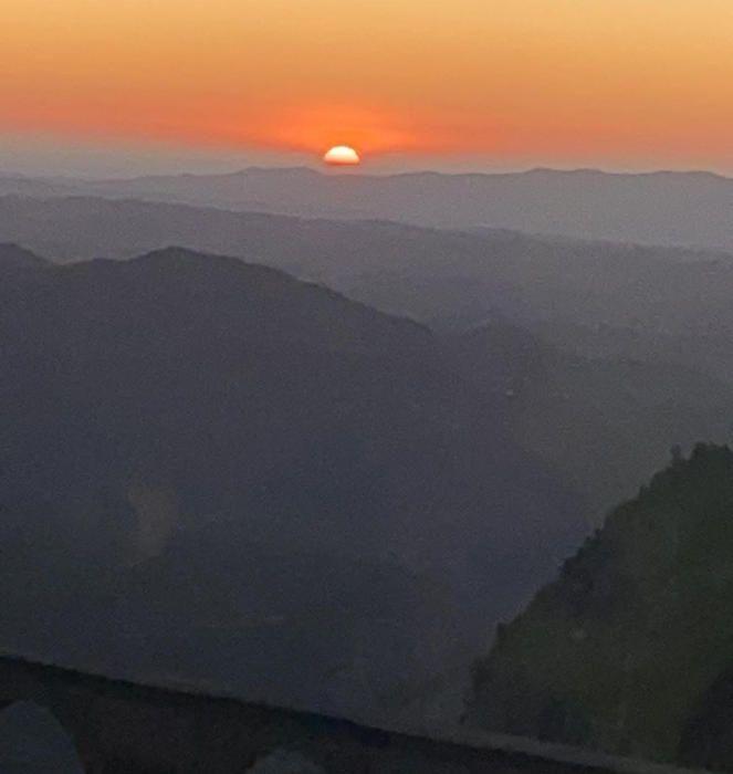 Sortida del sol des de Montserrat.