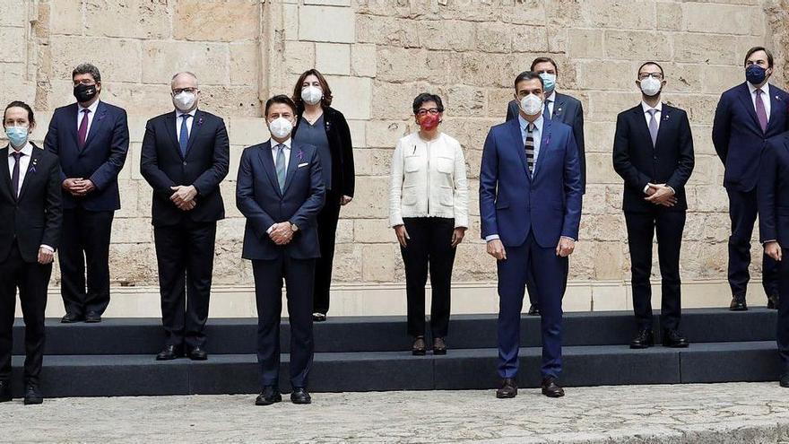 Minuto de silencio anti violencia machista en la cumbre