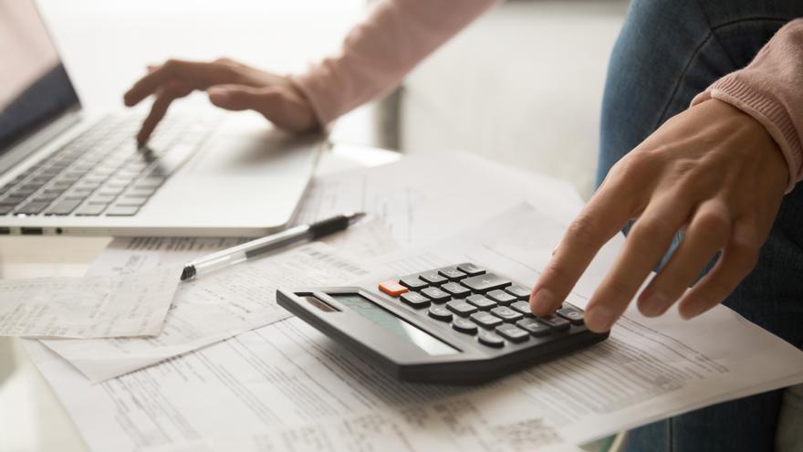 La Junta publica una guía con las deducciones autonómicas para la Renta 2020