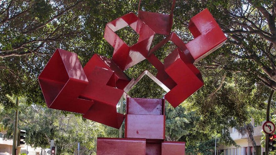 Limpian y reparan 6 esculturas ubicadas en calles de Santa Cruz