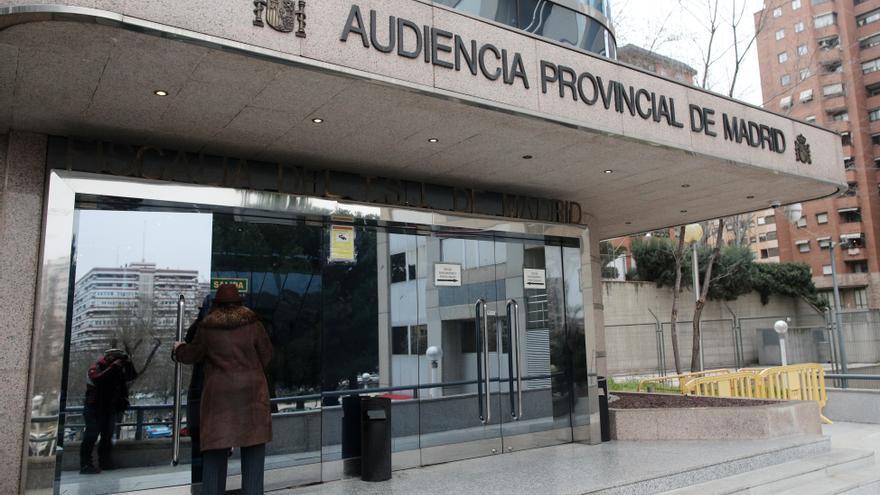 Piden 10 años de cárcel por prostituir a su hija de 15 años en Madrid