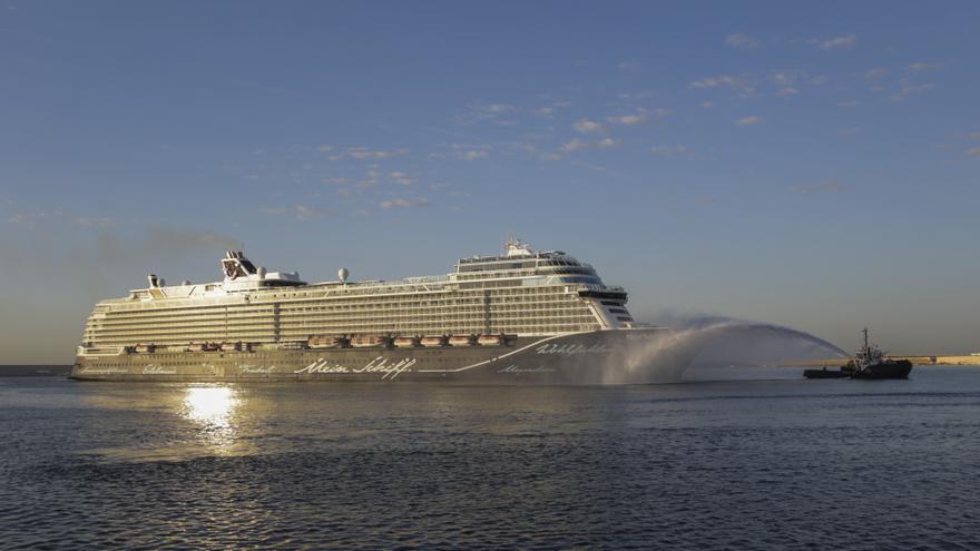 València reobri la porta al turisme de creuer amb l'arribada del 'Mein Schiff 2'