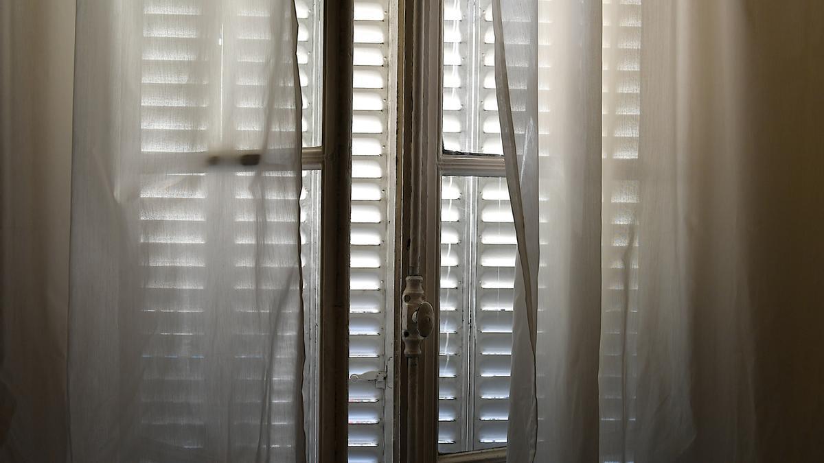 Trucs per la llar: saber quan abaixar les persianes és clau perquè no entri la calor
