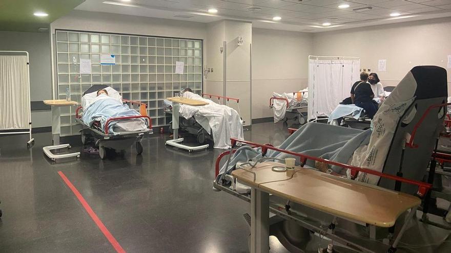 Más de cincuenta pacientes esperan una cama en Urgencias de Son Espases