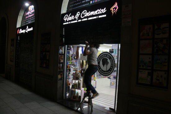 Nova nit de protestes i destrosses a Barcelona per la llibertat de Hasél