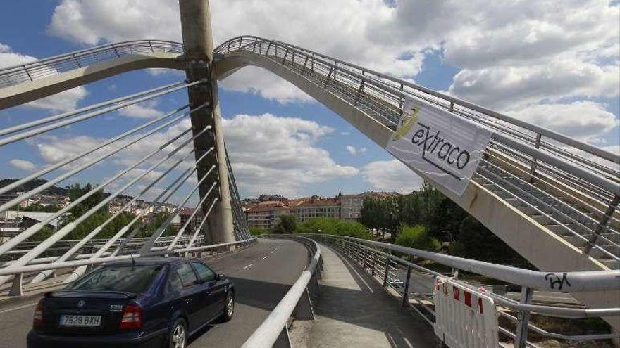 Cortado el Puente del Milenio tras precipitarse una mujer desde las escaleras