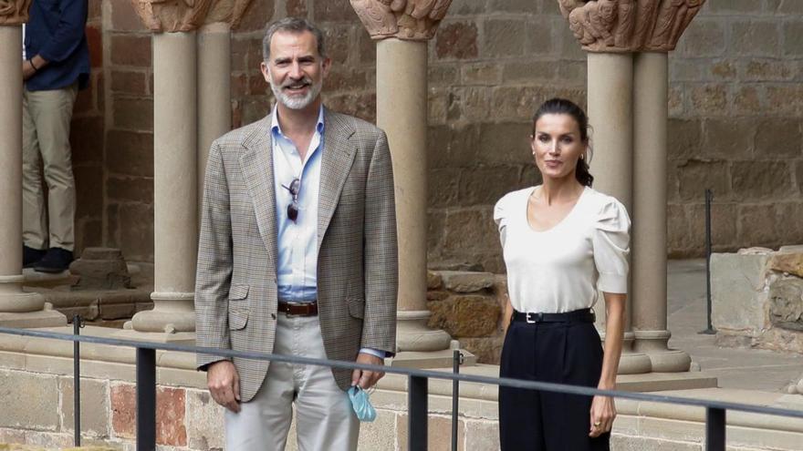 La reina Letizia elige su look más sobrio en su visita a Aragón