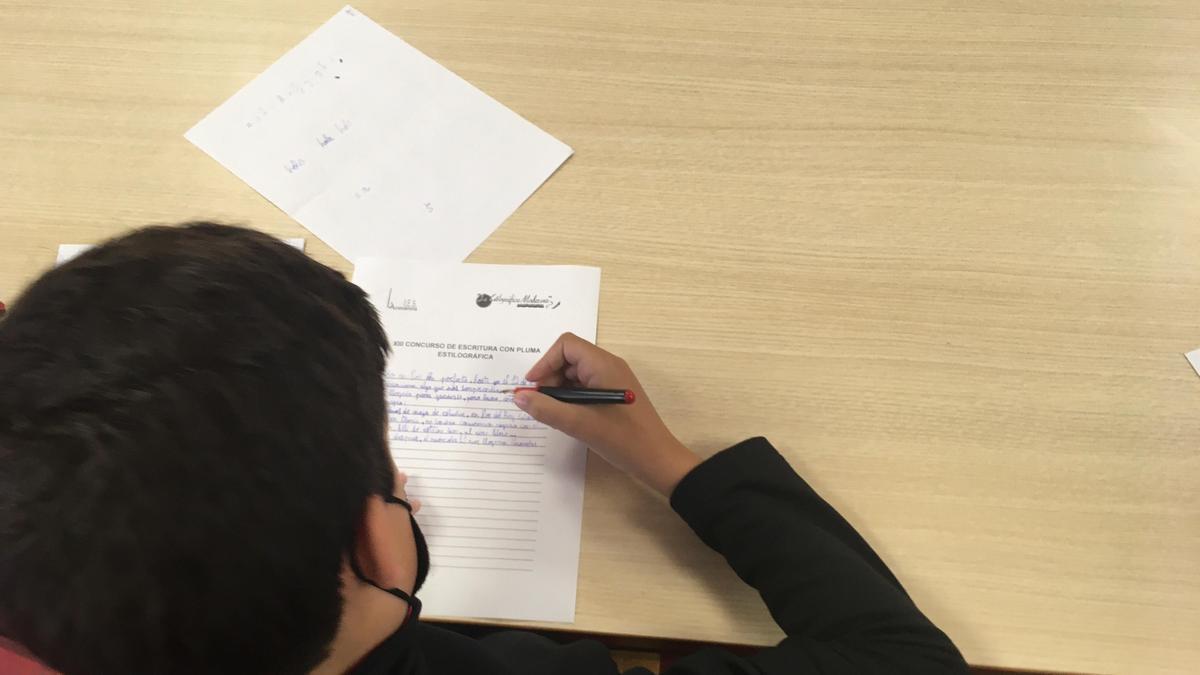 Un alumno participantes en el concurso organizado por el IES La Azucarera de Zaragoza.