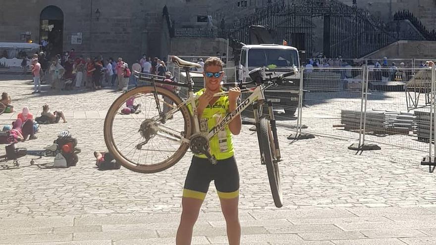 Pedro Hierro cumple el reto y llega a Santiago de Compostela