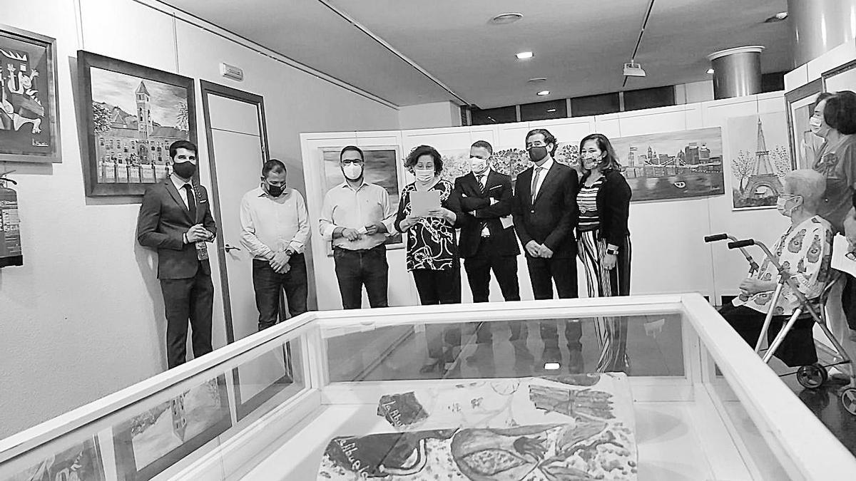 La inauguración contó con la presencia del alcalde de Lorca y de allegados de la autora