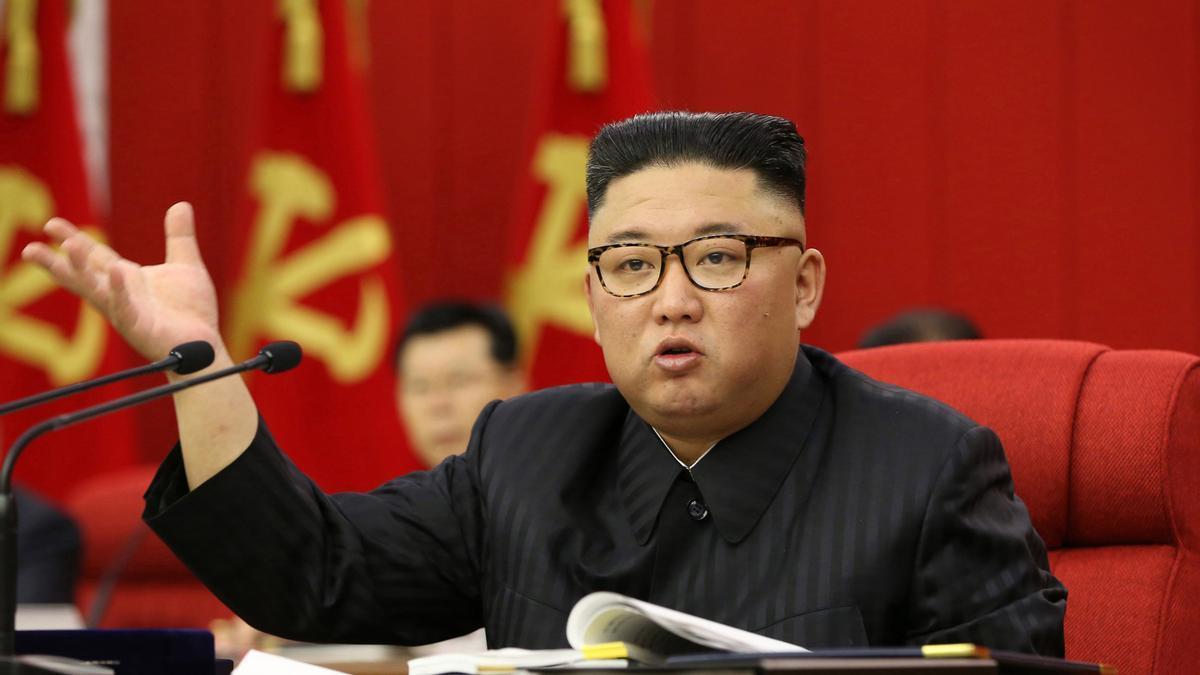 Kim Jong-un en el encuentro con el partido único.