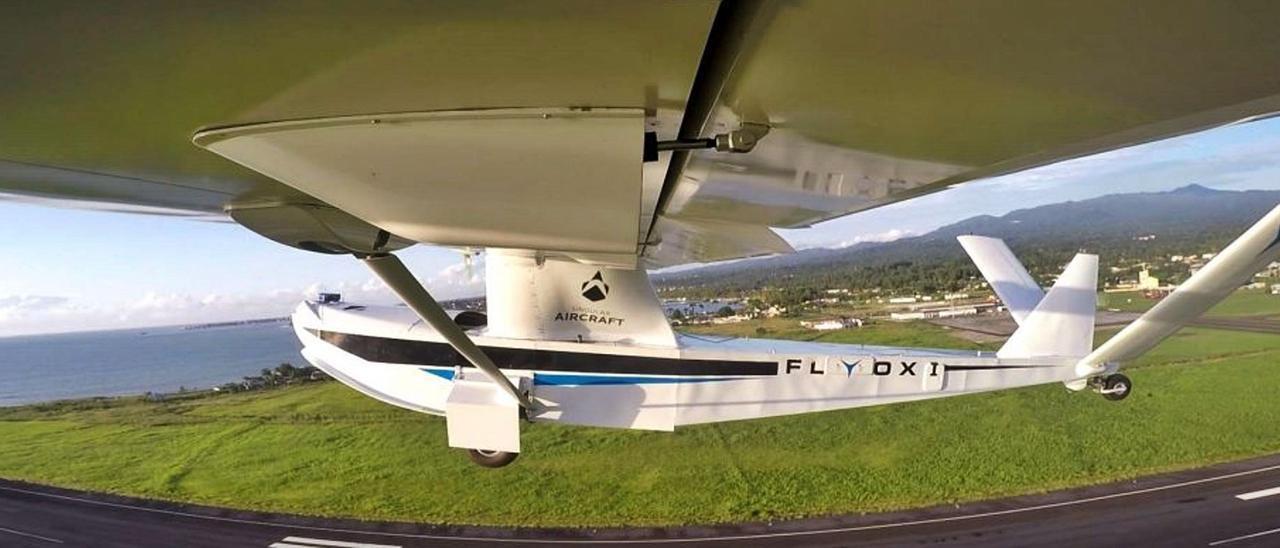 Uno de los drones sin tripulantes y pilotados desde tierra, durante una prueba realizada por la compañía en Sao Tomé. | | LP/DLP