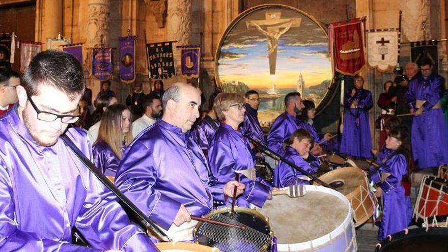 Alcalà saluda a la Semana Santa con medio millar de tambores