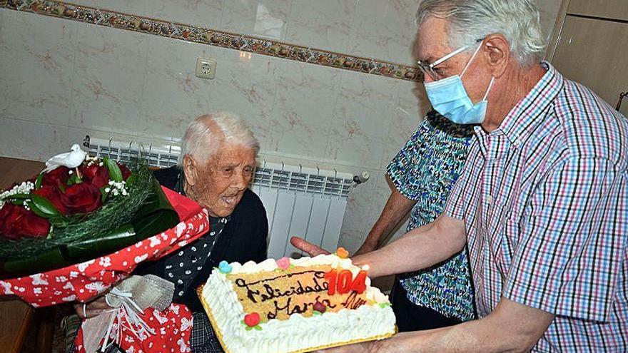 La vecina más longeva de Valga, María Bouzas, cumple 104 años