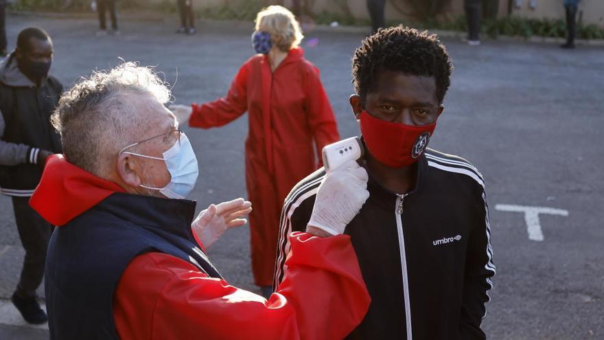 La pandemia se acerca a los 19 millones de contagiados