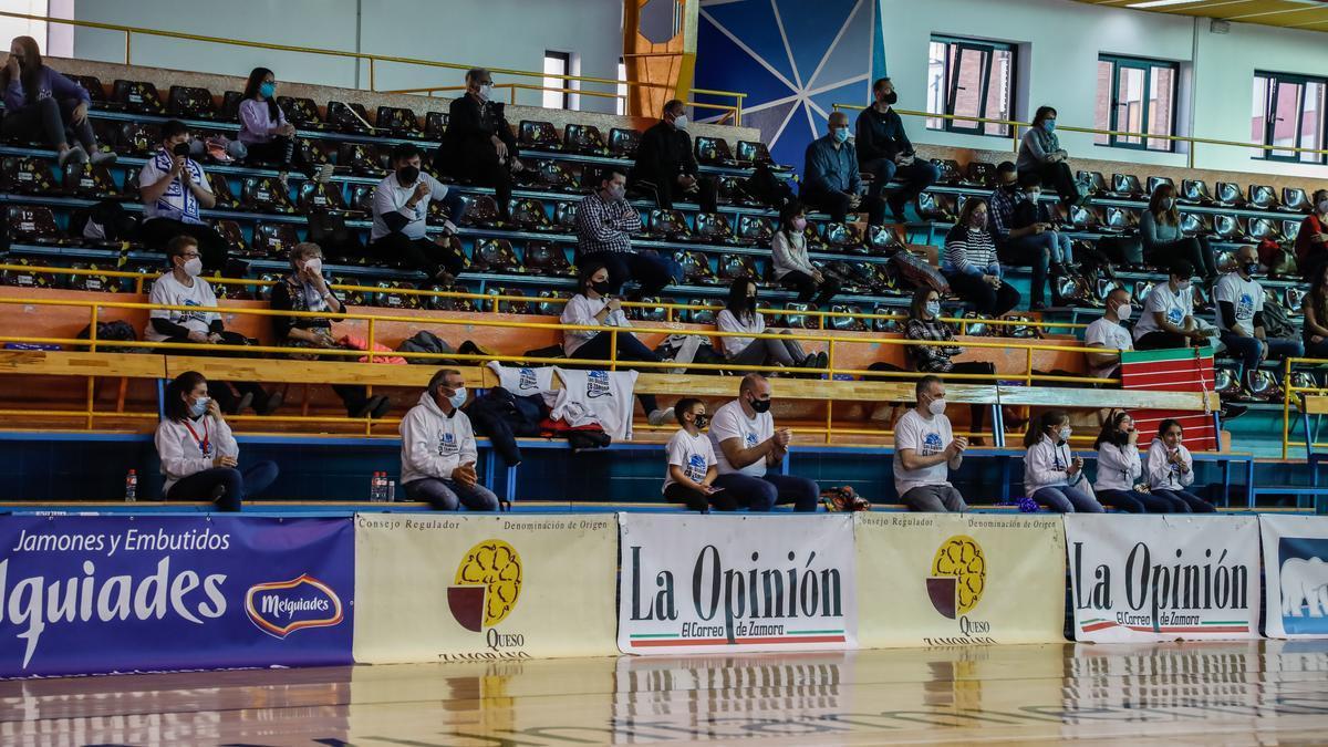 Afición del Club Baloncesto Zamora durante un partido de la pasada temporada