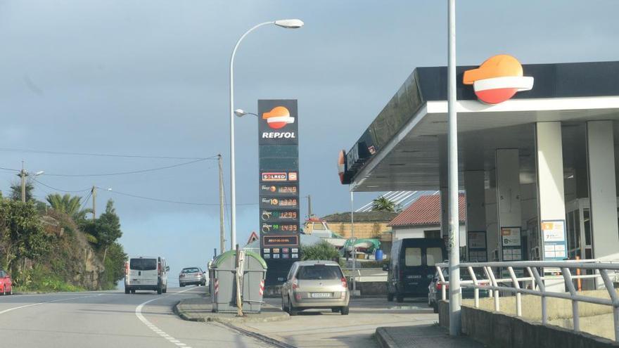 Xunta y Competencia activan un protocolo para investigar el precio de los carburantes en Galicia