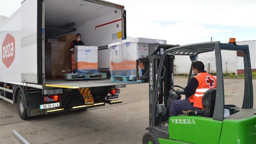 Coronavirus en Córdoba: Cruz Roja recibe ocho toneladas de alimentos y tres de productos de higiene donados por Deza