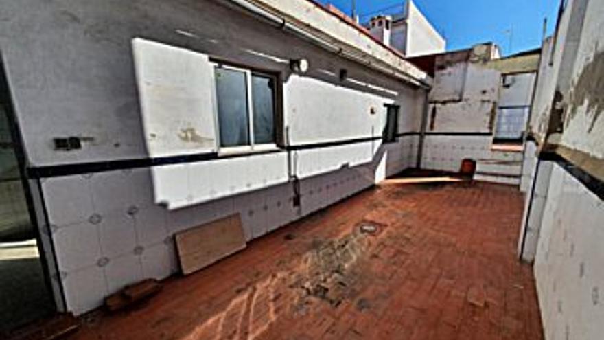 130.000 € Venta de casa en San Antonio de Benagéber 100 m2, 3 habitaciones, 1 baño, 1.300 €/m2...