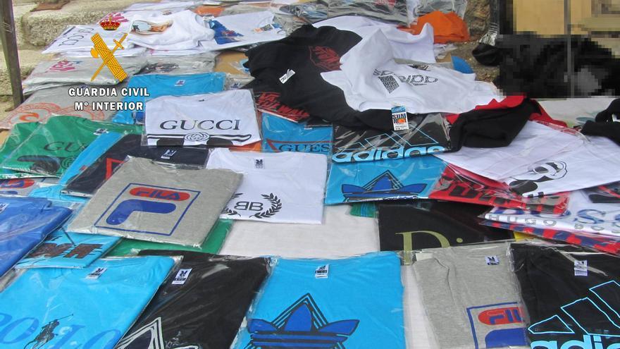Tres investigados en El Puente y Lubián por tenencia de 1.000 prendas de ropa de procedencia ilegal