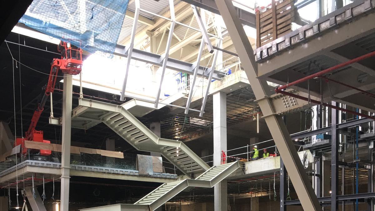 Estado actual de las obras en el interior del complejo Vialia, que prevé su apertura en septiembre