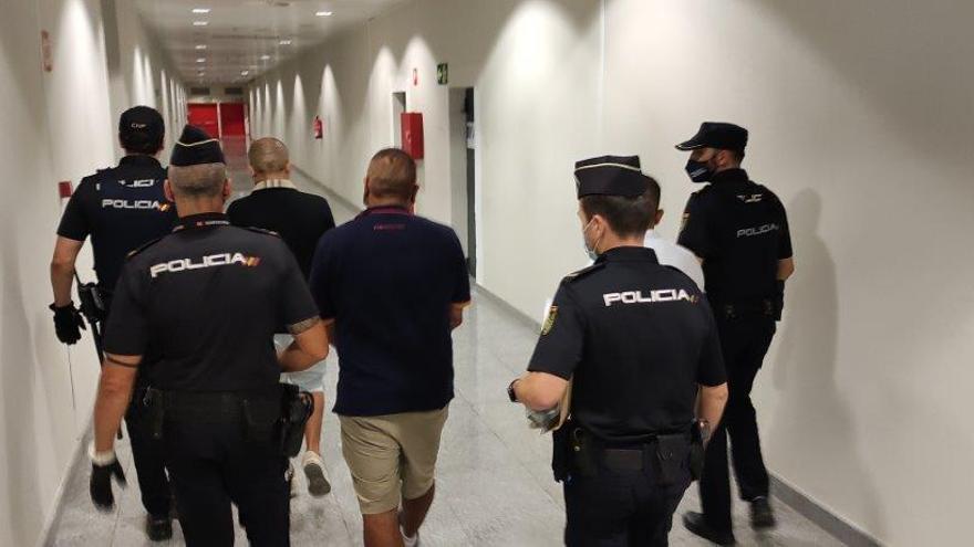 La Policía detiene a un grupo organizado especializado en cometer hurtos en el aeropuerto de El Altet