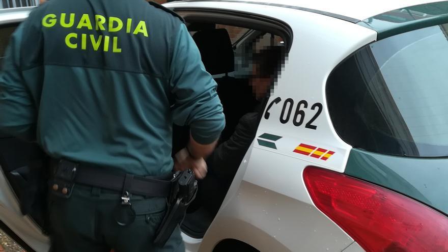 La Guardia Civil detiene en Benavente al autor de ocho delitos de robo, hurto y daños
