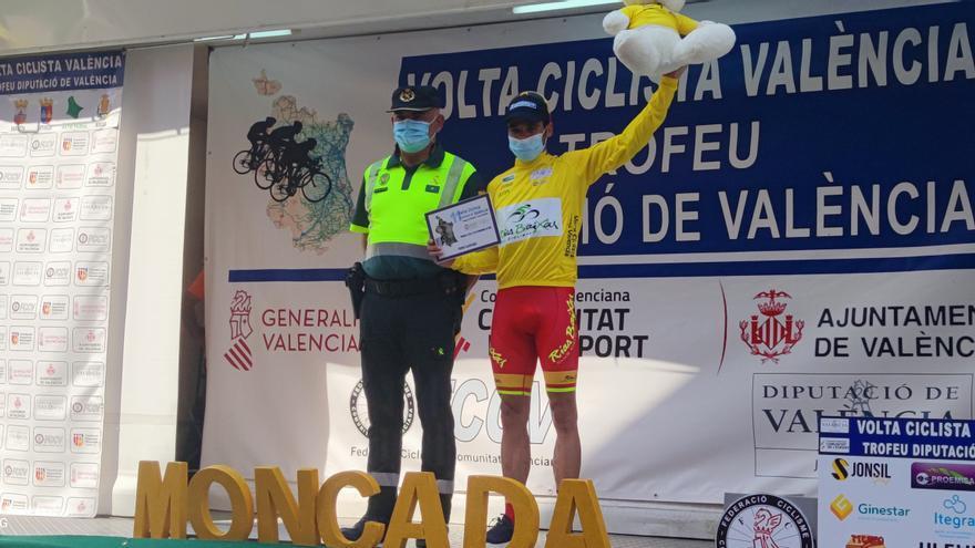 Prades conquista la segunda Volta Valencia consecutiva del Vigo-Rías Baixas