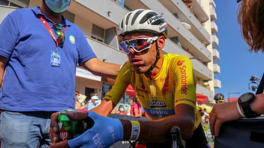 Álex Marque cede el maillot amarillo