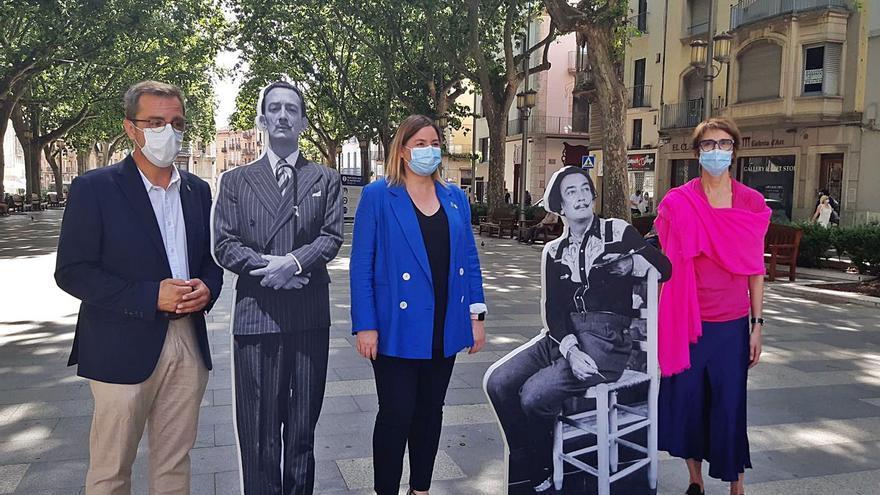 Figueres s'omple de projeccions i retrats de Dalí per atreure turistes