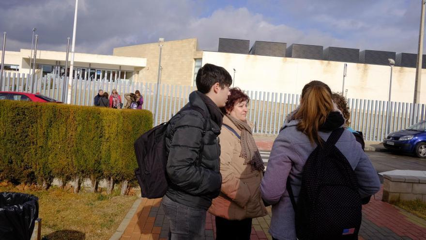 Un joven de 17 años apuñala a 5 compañeros en un instituto de Villena