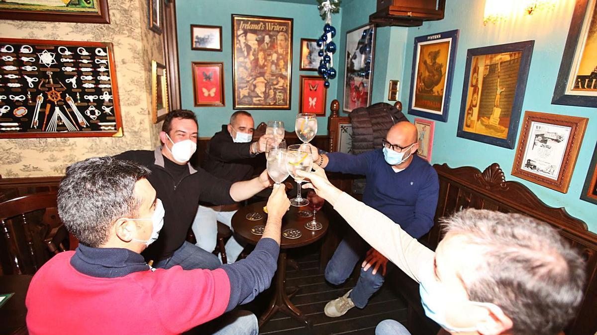 Un pub irlandés de Alicante que reabrió ayer en horario diurno