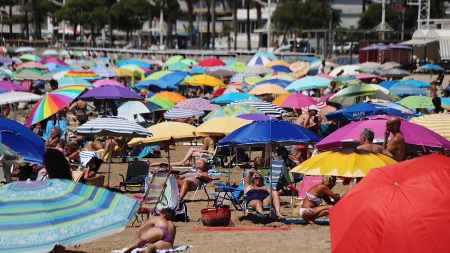 El dia àlgid de l'onada de calor fa arribar els termòmetres fins als 43 graus en alguns punts