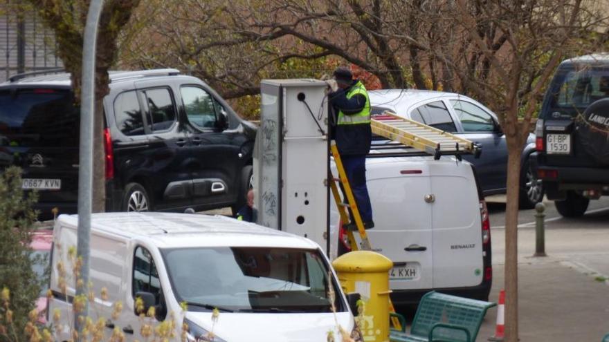 Comença la retirada de cabines telefòniques a Figueres