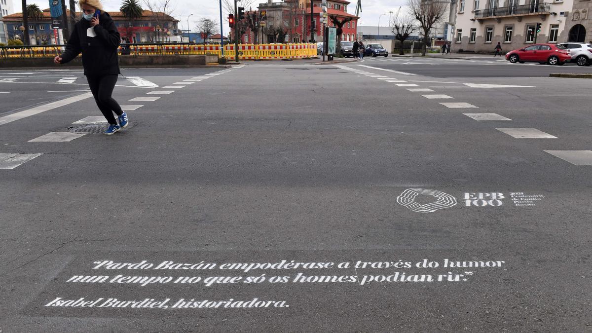 Frases de Emilia Pardo Bazán en pasos de peatones de A Coruña.
