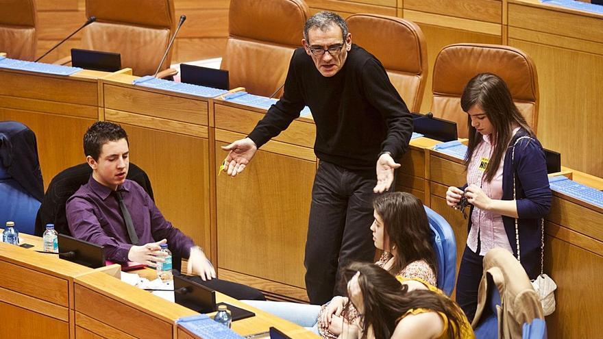 """""""Varios participantes no Parlamento Xove seguiron nos debates universitarios"""""""