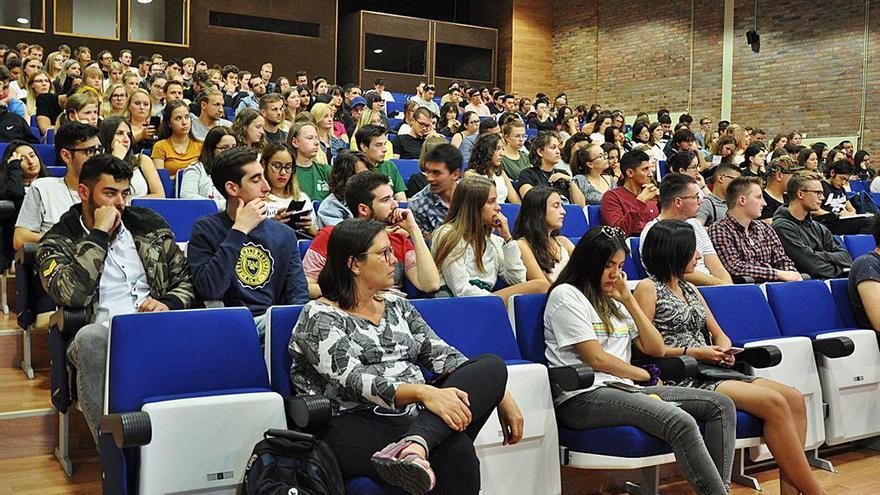 """Más de 200 alumnos de la UVigo renuncian a su Erasmus ante la """"incerteza"""" por el Covid-19"""