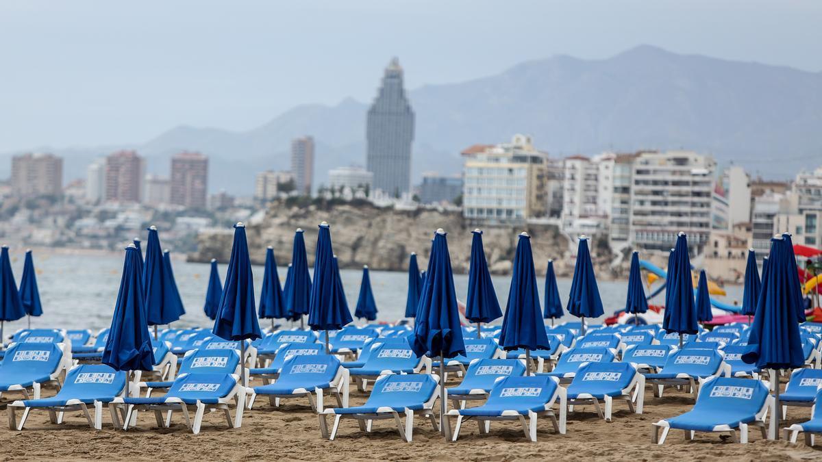 La pandemia ha vaciado de turistas las playas de la Costa Blanca