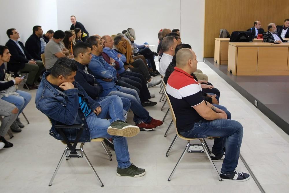 Juicio contra 24 personas acusadas de delitos de narcotráfico