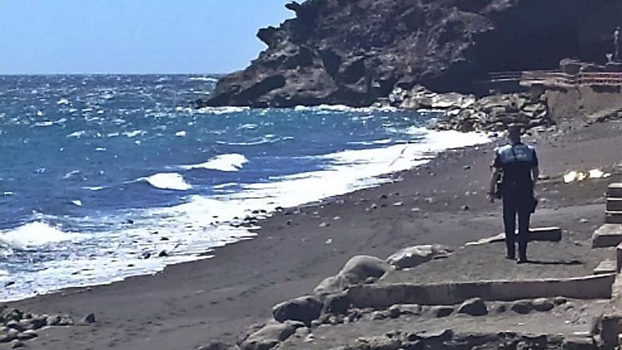Un vecino de la villa de Candelaria fallece en la playa de Los Guanches