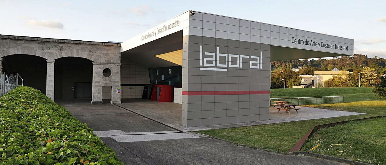 La entrada de Laboral Centro de Arte y Creación Industrial, en la parroquia gijonesa de Cabueñes.