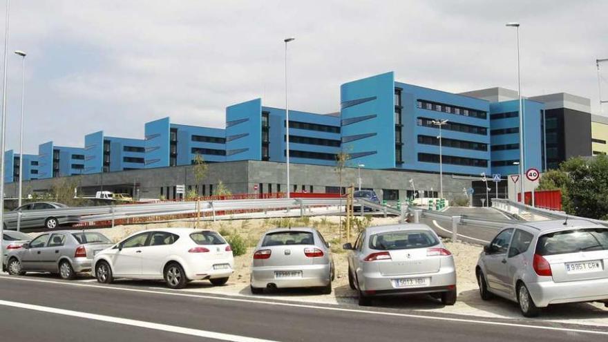 Detienen a un varón por agredir a dos agentes esta madrugada en el Hospital Álvaro Cunqueiro de Vigo