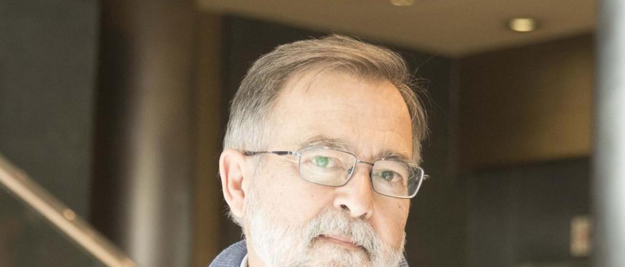 """José Calvo Poyato: """"Los españoles están más cómodos con los lados oscuros  de su historia"""""""