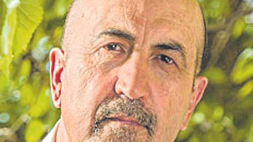 Encuentro con el autor caravaqueño Miguel Sánchez Robles en el Luzzy