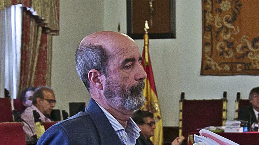 El senador Pedro Ramos renuncia a su escaño y facilita el aforamiento de Santiago Pérez