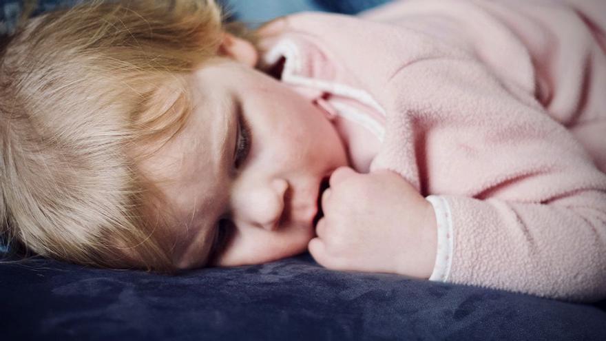 ¿A tu hijo le cuesta dormir solo? Atención a estos tips