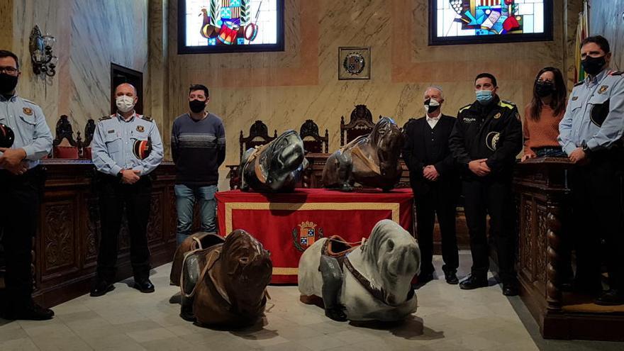 Els Mossos tornen a l'Ajuntament de Berga les quatre rèpliques dels cavallets de Patum